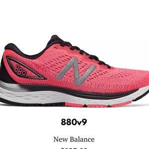 New Balance Women's 880v9
